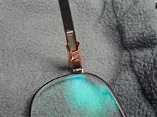 また折れた眼鏡