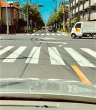 交差点での右折待ち姿勢