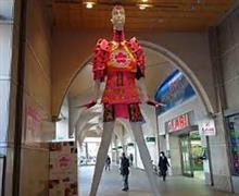 なんじゃこりゃ! 巨大女性、マネキンから出る 鼻息に群がる 日本人たち=台湾メディア
