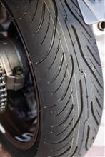 VFR800Fの後輪タイヤ交換。