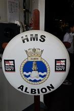 HMS アルビオン 装備品と記念撮影と