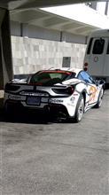 朝からフェラーリ!カルフォルニアナンバーを付けたフェラーリ、公道を走る