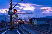 潰れそうで潰れない鉄道の夜景電車