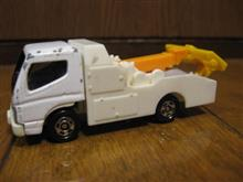 トミカのキャンターレッカー車