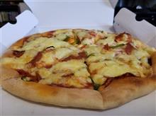休日はマッタリと自宅にて宅配ピザを愉しむ