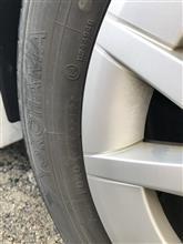 タイヤに書かれた文字の見方を説明します