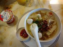 ある日の朝御飯18 朝焼けとFirst Classラウンジで食べる麺と小龍包 / Singapore