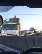 朝6時23号名古屋の途中片側通行に対向車線なってた。