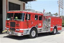 そう言えば火事でもないのに消防車がよく電柱に放水してました