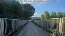 高麗川に架かる小さな木橋、久保の下橋。