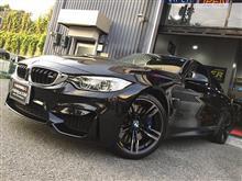 BMW M4へ安心&快適アイテムを同時施工!