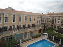 ホテルの窓辺から46 中庭にプールのあるホテル Aix en Provence / France