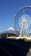 雪山の富士山と観覧車