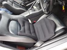 運転席にシートクッション導入
