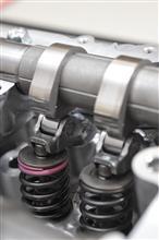 (p_-) 超高精度が要求されるスバルのボクサー・エンジンのバルブスプリングは、どうやって交換する?
