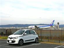 神社と飛行機とミズタマ舎。