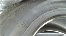 タイヤは、中国製。