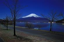 夜富士と山中湖