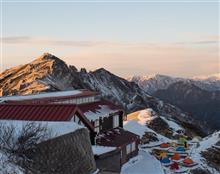 初冬の燕岳へ (小屋閉め直前の燕山荘泊)