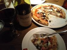 優時 久々にワインとピザで