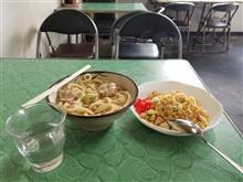 豊田市街の超レトロ食堂にて朝食で肉うどんと焼きめしを愉しむ