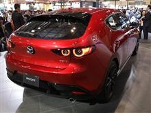 『新型マツダ3が日本上陸。ドレスアップ車も早速出展』<カービュー!>/東京オートサロン2019