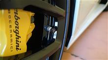 ランボルギーニ・ウラカンのタイヤに窒素ガスを入れてみた!