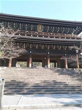 知恩院は寺であって、【要塞】でもある。