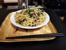今日の夕飯はほうれん草とツナ缶のペペロンチーノを調理して愉しむ