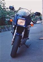 今夜は「赤BORAさん」からバイク写真~