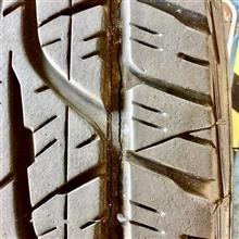 タイヤのヒビ割れって見えにくいから厄介!! 点検、大事ですよ〜