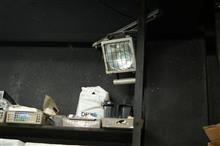 磨き作業中にLED投光器より磨き作業に重要な?メタハラが死亡したので