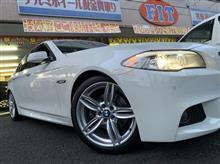 BMW:F10にMスポーツオプション純正をお取り付け! FIT都筑店です(*'▽')