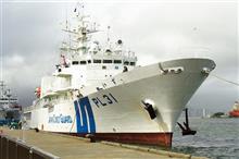 働く船「清龍丸」と巡視船「いず」