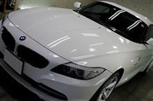 見惚れるアルピンホワイトの美しさ!BMW・Z4のガラスコーティング【リボルト沖縄】