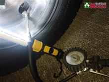 一歩間違えば重大事故! 真夏と真冬のタイヤのエアー圧の違い。