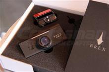 前後カメラ標準装備でオススメのドライブレコーダーです。【BREX BCC500 新製品】