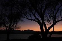 湖山池に映る夕日