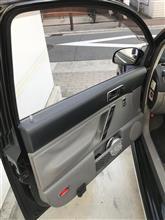 ドア内張カーボン調シートを貼る