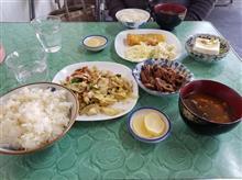 豊田市街のレトロ食堂にて初実食のどて煮と野菜炒めを愉しむ