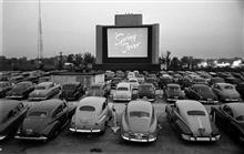 クルマで観れる映画館 ドライブインシアター