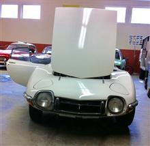 Meepさんの工房内の新車と旧車