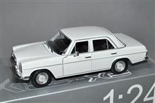 1/24スケール、1968年式 メルセデスベンツW 115 220