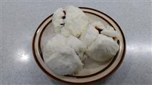 今宵は重慶飯店の叉焼まんとえびにらまんじゅうをメインに   #重慶飯店 #叉焼まん #えびにらまんじゅう #小鉢 #サラダ #ニッスイ #焼ホタテ風味 #ハム工房ジロー