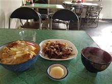 一番お気に入りのレトロ食堂にてカツ丼と焼肉を愉しむ