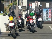 バイクでまぐろ丼とシャコカフェ