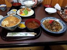 近所の食堂「千歳」にてカツ丼と焼きそばを愉しむ