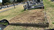 お墓の草むしり
