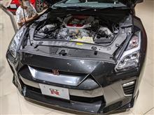 展示車両のNISSAN GT-Rのエンジン内部公開・・・