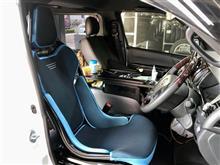 """RECAROの最新作""""RCS""""をハイエースの運転席に着けちゃいました。ブラックシェル✖ブルーカラーがとってもオシャレですが、快適性もアップです!!"""